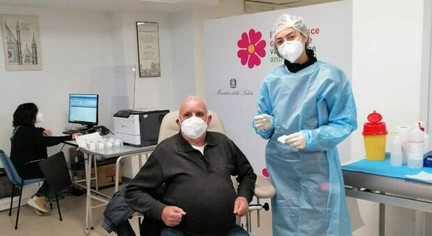Orvieto, ecco il primo vaccinato. In ospedale due squadre di sanitari al lavoro