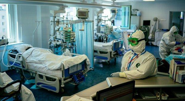 Coronavirus Russia, 3 medici cadono da una finestra di ospedale: avevano criticato la gestione dell'epidemia