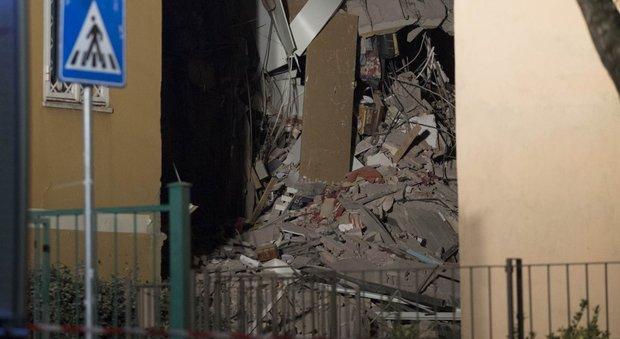 Roma, palazzo crollato a Ponte Milvio, «Niente posti per gli sfollati»: gli hotel dicono no al Comune