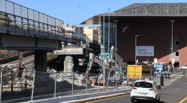 I lavori di demolizione della Tangenziale est