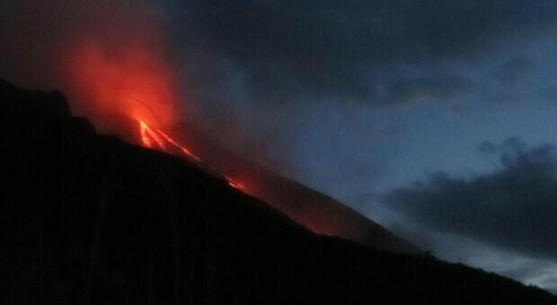 Stromboli, forte esplosione sul vulcano: «Onda d'urto a aperto porte e finestre»