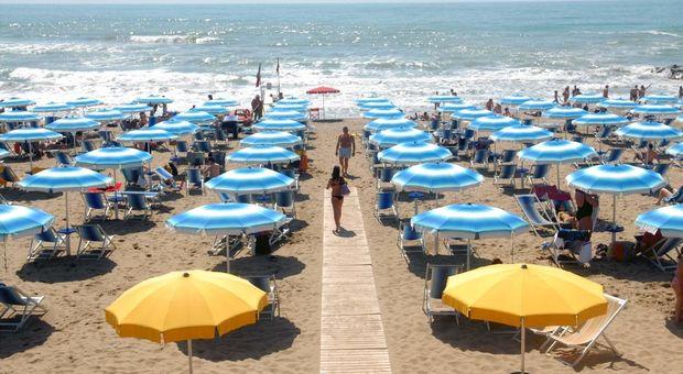 Risparmio Casa Ombrelloni Da Mare.Caro Ombrellone Fino A 60 Euro Per Una Giornata Sardegna