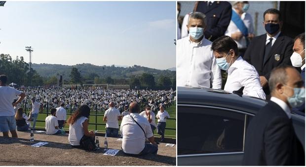 Willy Monteiro, tutti in maglietta bianca al funerale. Presente anche il premier Conte