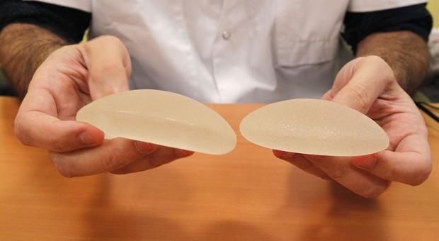 Protesi al seno a rischio tumore, ecco i modelli ritirati in Francia