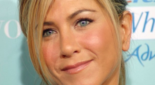 Covid 19, Jennifer Aniston regala 10 mila dollari ad un'infermiera