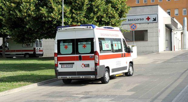 Pisa, si ribalta il trenino dei turisti: 8 feriti