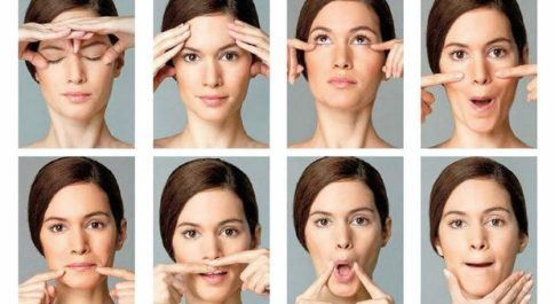 Massaggi e baci: così il viso torna più giovane e senza rughe