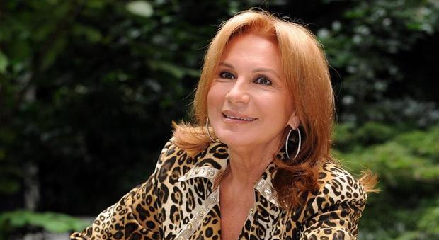 Rosanna Lambertucci in lacrime in tv, ricorda l'ex marito e confessa: «Ho perso sei figli»