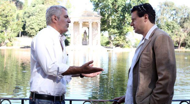 Luca Manfredi (a sinistra) con Edoardo Pesce sul set del tv-movie su Alberto Sordi