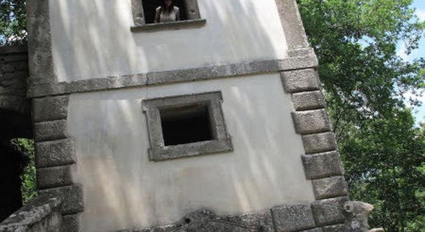Parco dei Mostri di Bomarzo: casa pendente