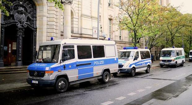Spari in Germania, due morti. Il killer è in fuga