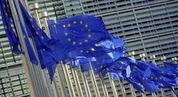 La Ue striglia l'Italia: difficile investire. Conte: «Convinti delle nostre ricette»