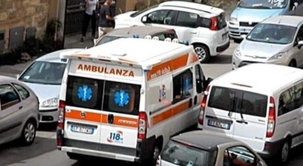 Medici aggrediti e petardi su un'ambulanza a Napoli. Telecamere in arrivo, ira Croce Rossa