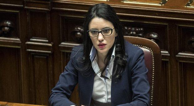 Azzolina, la ministra dell'Istruzione divide i social tra critiche e apprezzamenti. Sabina Guzzanti: «Mi imita»