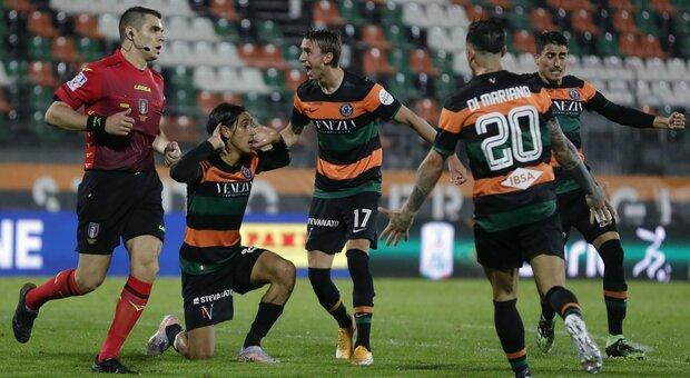 Le semifinali playoff sono Lecce-Venezia e Monza-Cittadella. Il Chievo esce ai supplementari, il Brescia li manca