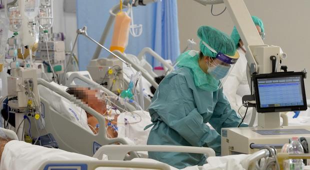 Covid, in Abruzzo tornano i ricoveri in terapia intensiva. Primo morto della quarta ondata
