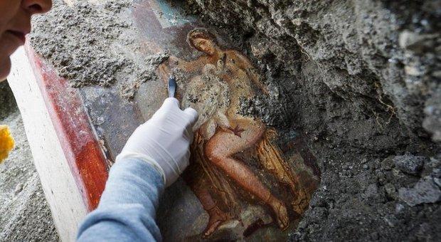 Leda e il Cigno, la nuova meraviglia di Pompei è un grande affresco erotico