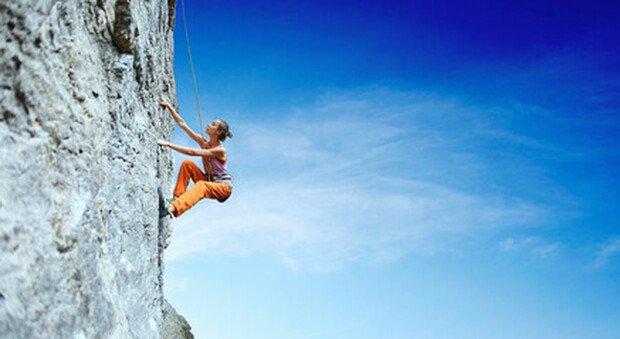 Arrampicate in parete e ferrate, la montagna in Trentino si tinge di rosa per accorciare il gap con gli uomini