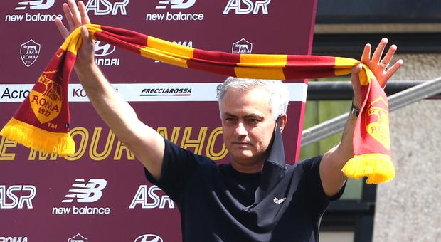 Mourinho a Roma, le prime parole: «Mi aspetto dei regali dalla proprietà. Voglio vincere subito»