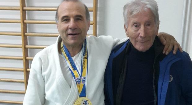 Elio Paparello, con la medaglia mondiale, e il Maestro Renato Argano della 'Samurai Latina'