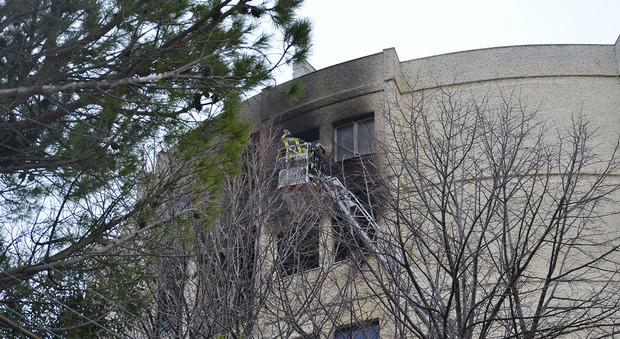 Montesilvano incendio in un palazzo si lanciano dalle - Si espongono alle finestre ...