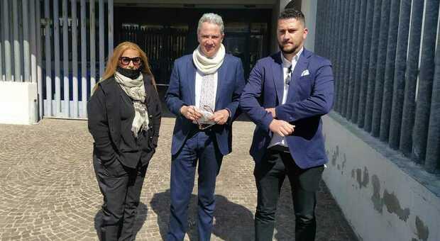 Virginia Adamo madre di una delle vittime, avvocato Vincenzo Dionisi e criminologo Sergio Caruso