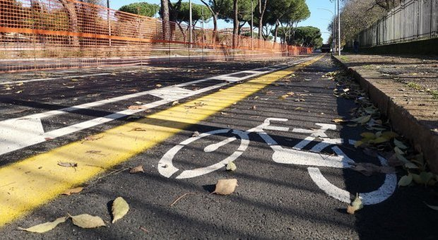Roma, ciclista ucciso a Boccea, incastrato il pirata: «Sono fuggito per paura»