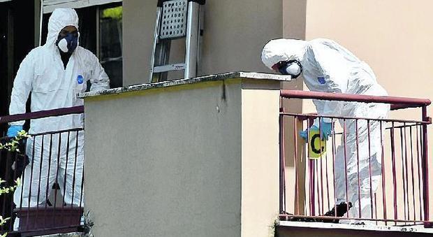 Roma, bruciato dalla compagna in balcone, lei lo aveva vegliato morto da Natale