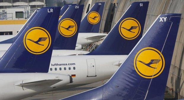 Lufthansa, i piloti annunciano: «Sciopero anche domani». Oggi già cancellati 876 voli