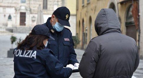Coronavirus, tante chiamate alle forze dell'ordine: «Posso andare da mia figlia?» C'è chi si becca la multa perché va a cogliere gli asparagi