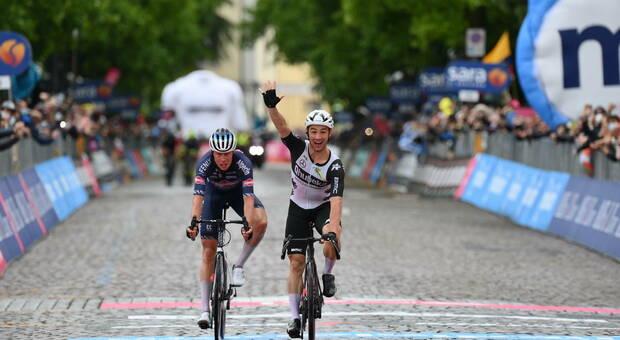Giro d'Italia, a Gorizia trionfa Campenaerts. Domani il tappone dolomitico