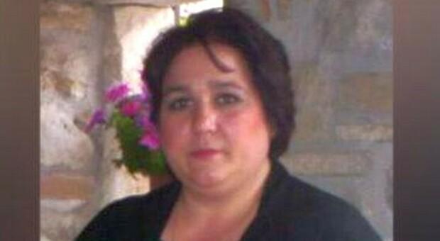 Covid, madre di due figli muore a 49 anni: contagiata in famiglia