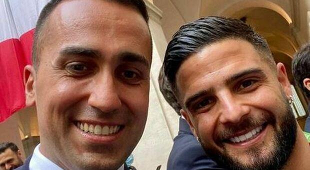 Di Maio, selfie con Insigne poi l'abbraccio di Chiellini: «Confidiamo in voi»