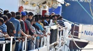 Migranti, l'Ue apre: «Rivediamo la missione Sophia». Ma Serraj avverte: «Niente centri in Libia»