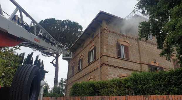 L'Incendio domato dai pompieri