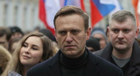 Navalny fuori dal coma, è sveglio e reattivo. I medici: non escluse ancora conseguenze dall'avvelenamento