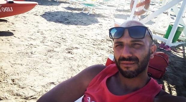 Bagnino abruzzese morto a Mondragone: malore al ritorno dalla spiaggia, aveva 27 anni