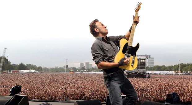 """Bruce Springsteen corregge il testo di """"Thunder Road"""" dopo 46 anni (e divide l'America)"""