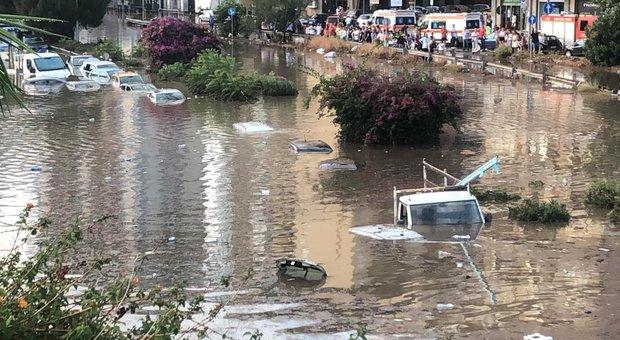 Palermo, bomba d'acqua: due automobilisti morti annegati dentro l'auto