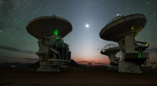 Il mistero del ritmo dell'Universo: lampi e impulsi come su uno spartito, la scoperta degli acchiappa-bagliori