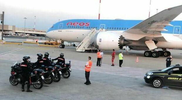 L'aereo da Malta che ha riportato i viterbesi