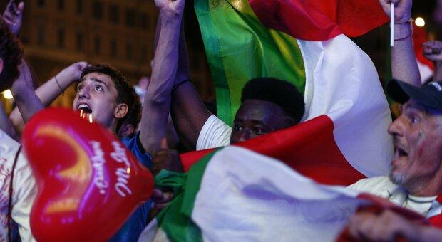 Clacson e caroselli in strada, in Italia è una notte di festa per la Nazionale