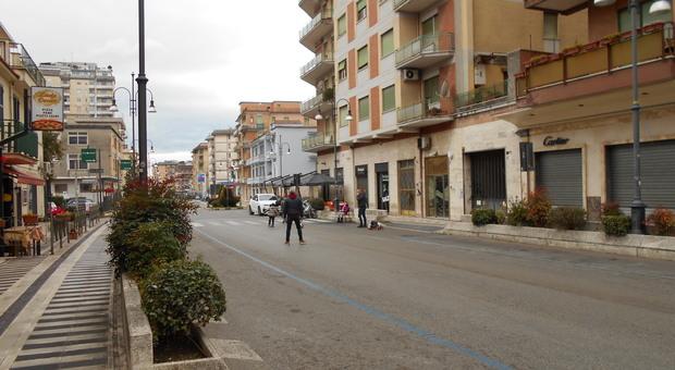 Frosinone, la grande crisi del commercio. Confesercenti: «Negli ultimi mesi in via Aldo Moro chiusi già sette negozi»