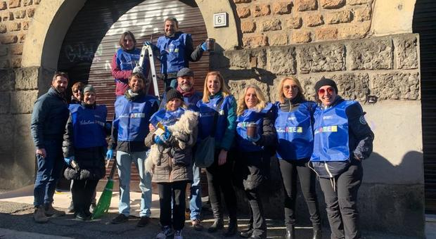 Roma, Garbatella compie 100 anni: i volontari ripuliscono il quartiere