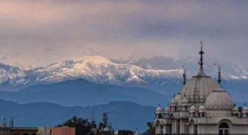 Coronavirus, via lo smog e tornano visibili le nevi dell'Himalaya: non accadeva da 30 anni