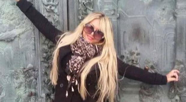 Ballerina uccise il marito con 12 coltellate: assolta, per il giudice fu legittima difesa