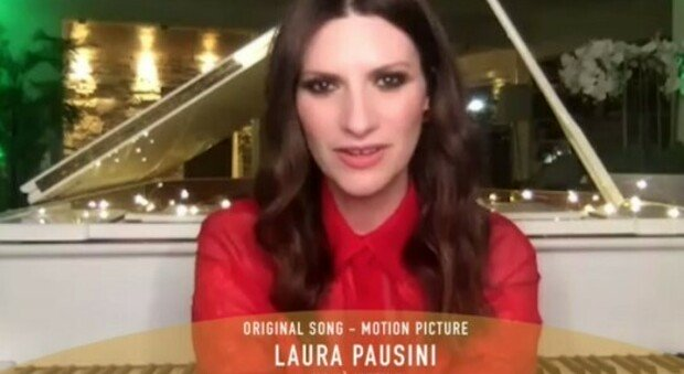 "Golden Globes, l'Italia vince con Laura Pausini. Trionfano The Crown"" e Nomadland"