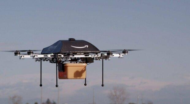 Amazon, via libera alle consegne con i droni: i pacchi arriveranno in 30 minuti