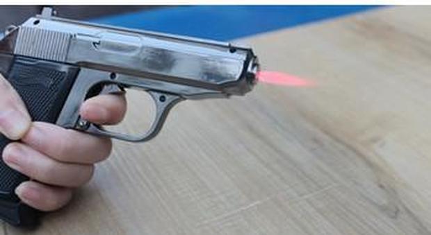 Usa, agita l'accendino a forma di pistola: un poliziotto spara e lo uccide