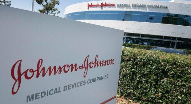Vaccino J&J, Ema: «Nostra decisione prossima settimana, indagini su trombosi ma ad oggi benefici superano rischi»